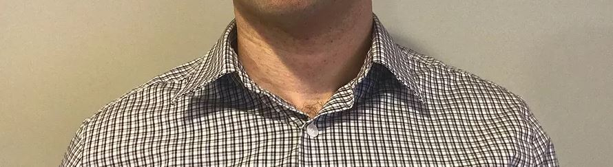Sloppy shirt collar