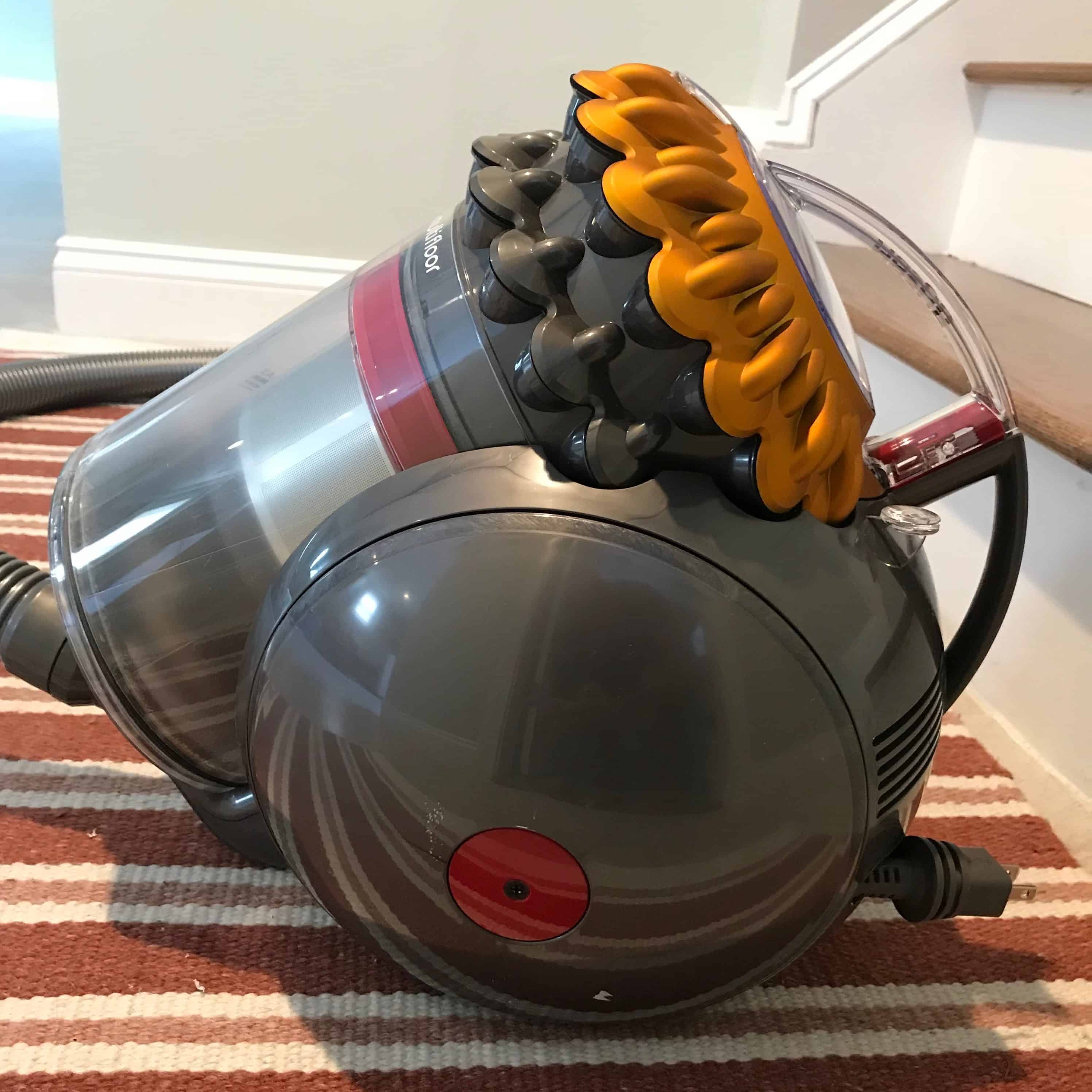 Top 4 Best Vacuums For Hardwood Floors And Area Rugs With
