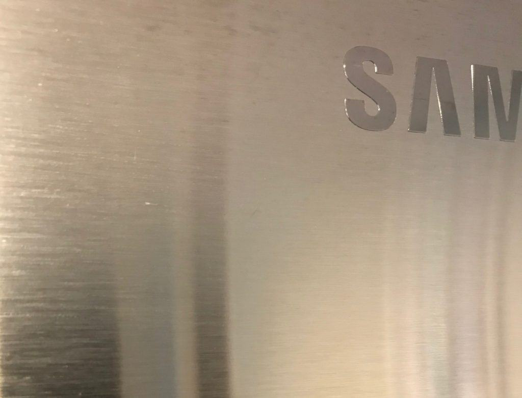 horizontal grain on stainless steel fridge