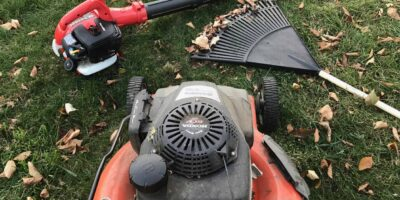 Best Way to Pick Up Leaves in Your Yard (Top 6 Methods)