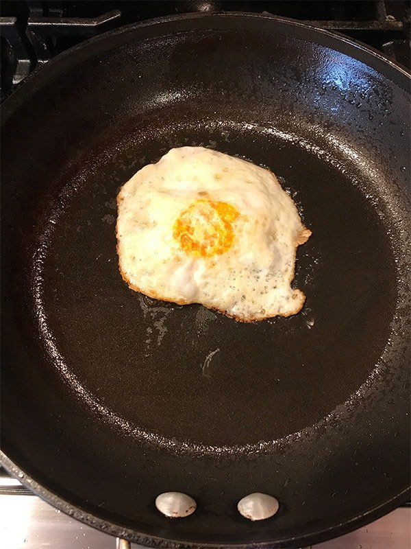 Cooking an egg with a non stick pan