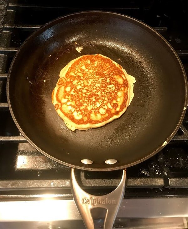 Cooking pancakes with Calphalon Contemporary