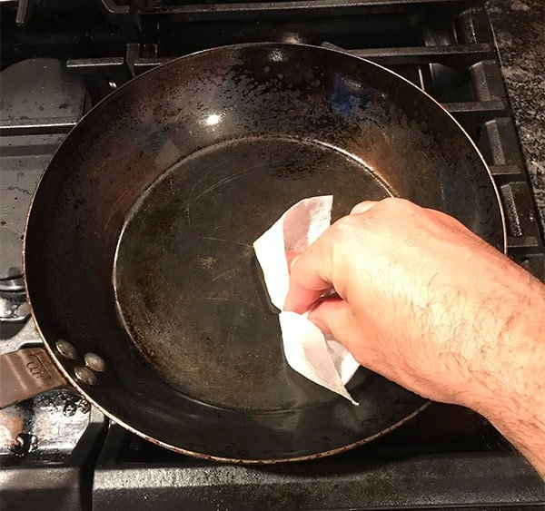 Seasoning a carbon steel pan