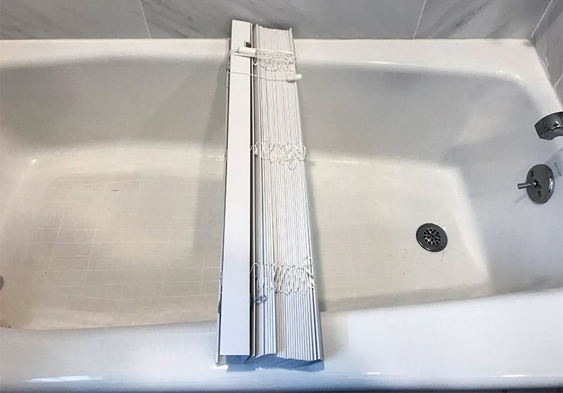 Cleaning vinyl blinds in the bathtub