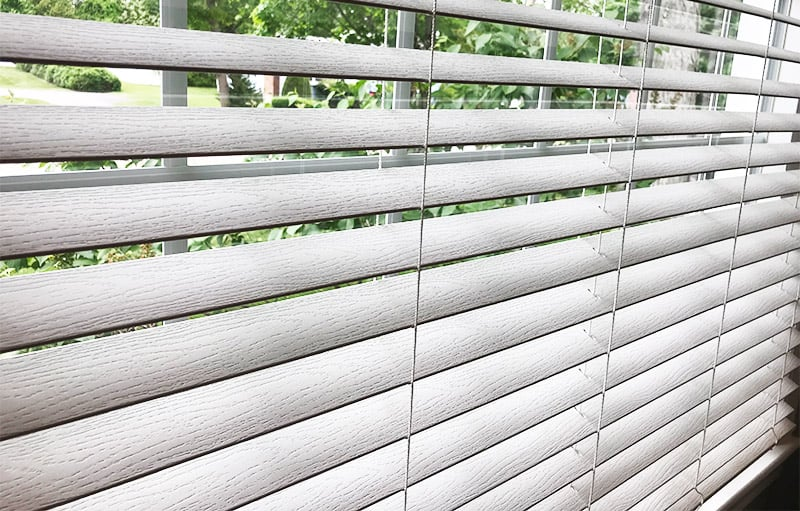 Cleaning vinyl blinds without taking them down