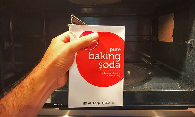 Using baking soda to get rid of the burnt smell in the microwave