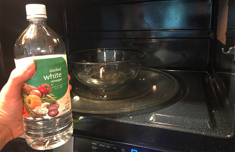 Using white vinegar to get rid of the burnt smell in the microwave