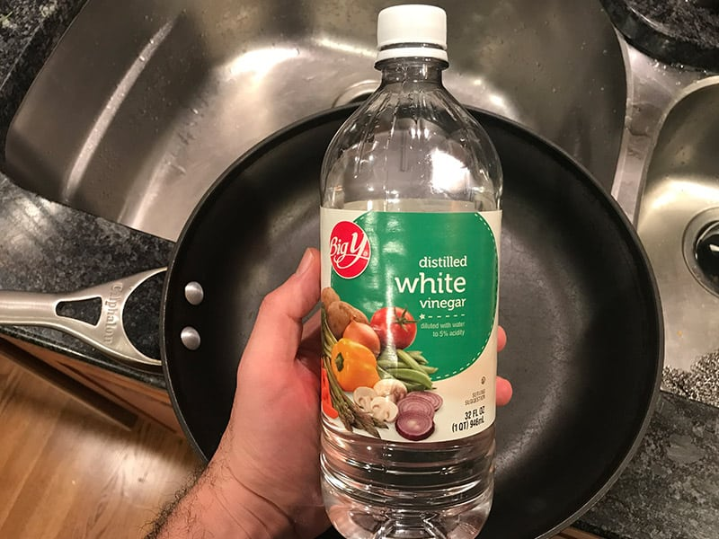 How to Clean Calphalon Hard Anodized Cookware With White Vinegar