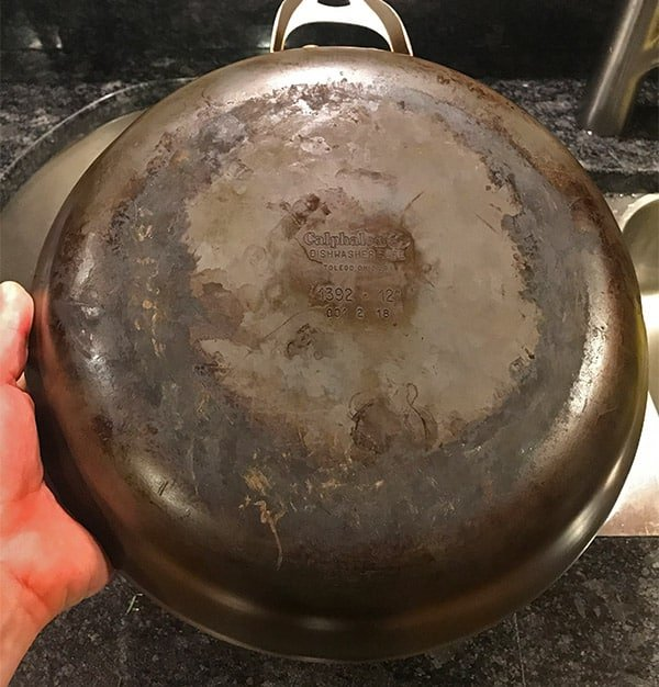 How to Clean the Bottom of Calphalon Hard Anodized Pans