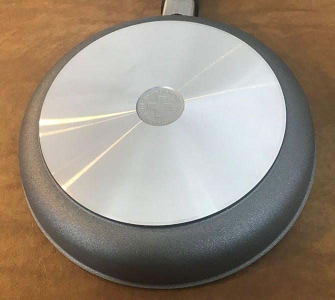 Swiss Diamond HD Classic Frying Pan_Bottom