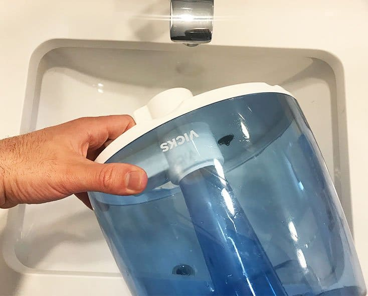 Cleaning a Vicks Cool Mist Humidifier_daily cleaning_empty water