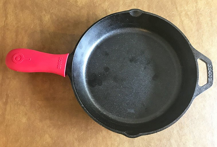 Lodge cast iron skillet red silicone handle grip