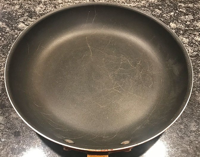 Scratches on the cooking surface of the Misen non-stick pan