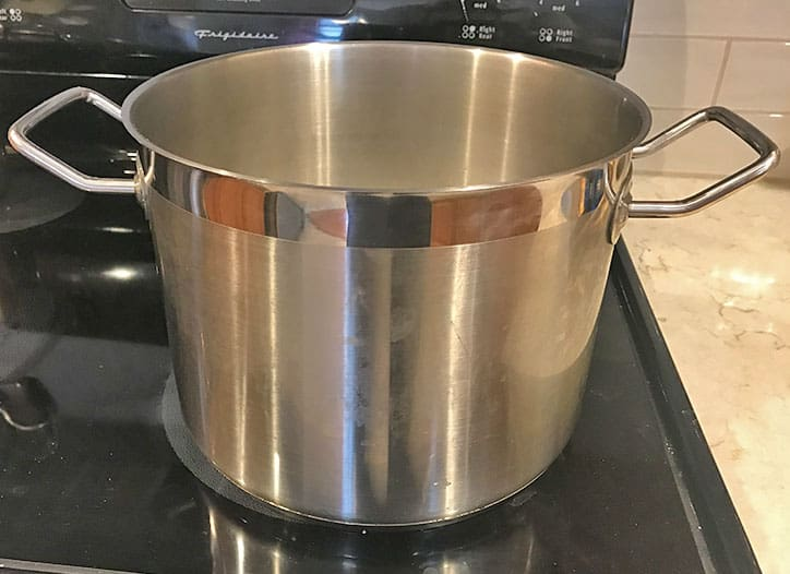 Stock pot with tall sides and small diameter